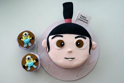 Tarta, pastel, torta, bizcocho de Agnes con cupcakes de los Minions.